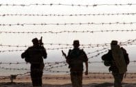 DNB02-20010925-PYANJ, TAJIKISTAN: Russian border guards patrol along the barbed-wire at the Tajik-Afghan border near the village Pyanj, Tuesday 25 September, 2001. Russia may send paratroops to Tajikistan, but they would act in a purely defensive role along the border with Afghanistan, a Russian military source said on Monday. EPA PHOTO/STRINGER