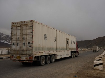 I_4_White Chinese lorries on their way in Murghab.